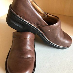 BORN WOMEN'S SHOES BROWN SLIP-ON CLOGS
